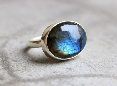 OOAK Natural labradorite ring – Cabochon ring – Blue ring – Oval ring – Bezel ring – Gemstone ring – Silver – Gift for her - Jewelry Rings