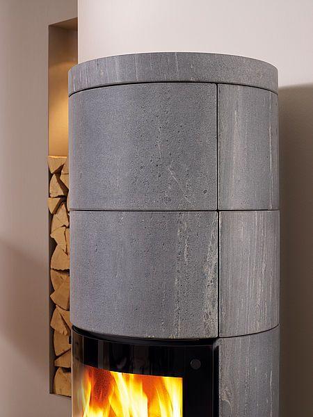Steatyt znakomicie akumuluje ciepło i następnie bardzo powoli, jednostajnie oddaje je na zewnątrz ogrzewając pomieszczenie w którym się znajduje