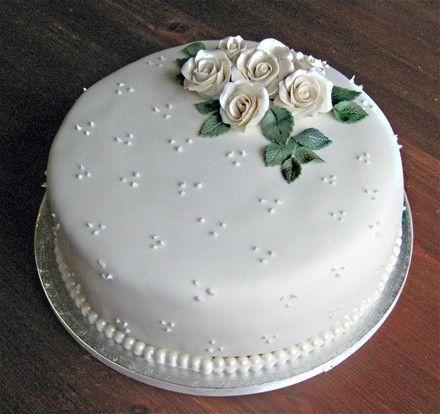 vit prinsesstårta bröllop