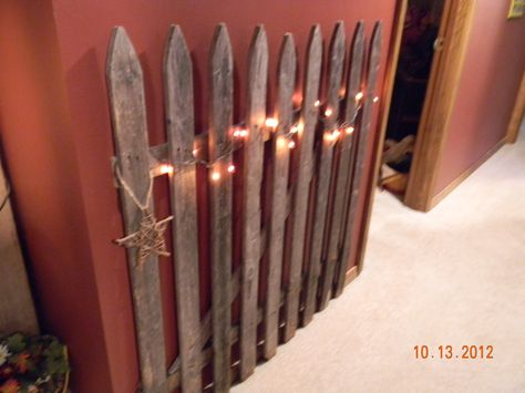 Hallway fence...cute idea...and the decorating possibilites are endless.... WooHoo...