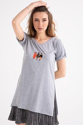1002 v yaka nakisli yani yirtmacli t shirt kadin giyim kadin olmak moda stilleri