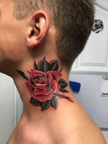 4 Tatuajes De Rosas En El Cuello Para Los Valientes Grandes Tatuajes De Rosas En En 2020 Tatuaje De Rosa En El Cuello Tatuajes De Rosas Tatuajes De Rosas Para Hombres