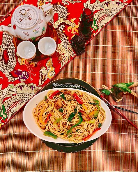 #Fathersday is tomorrow! Woohoo! Dads are so wonderful ❤️ Being the only daughter out of two brothers definitely has it's business class perks 🤪 Papa bears 🐻 always spoil their little girls 👧 Once in a while WE need to spoil them! They deserve EVERY single bit of it 👋 Today for lunch I made my daddy's favorite #ChickenChowmein 🍝 Asian cuisine is his favorite kind of cusine!   #chowmein #chinesefood #food #noodles #foodporn #foodie #foodphotography #foodblogger #pasta #homemade