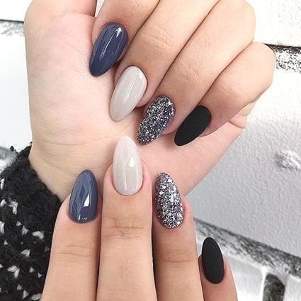 36 Perfect And Outstanding Nail Designs For Winter 2018 Page 8 Of 36 Seshell Blog 36 Perfect And Outstanding Nail Designs For Winter 201 In 2020 Almond Acrylic Nails Almond Nails Designs Classy Nails