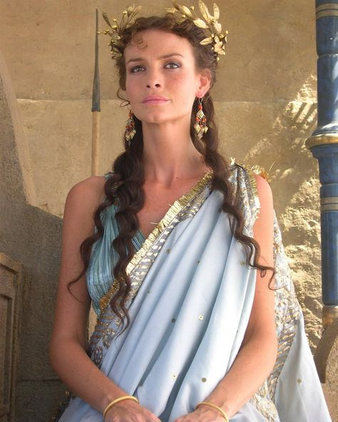 Saffron Burrows as Andromaque Movie Troie Greek Toga, Roman Toga, Toga Costume, Greek Goddess Costume, Greek Goddess Dress, Greek Mythology Costumes, Toga Party, Greek Fashion, Roman Fashion