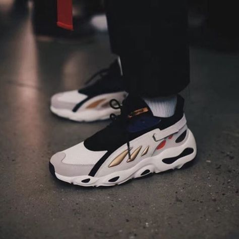 e7af893e5e2b7 Li-Ning Tackles the Top Sneaker Trends for its NYFW Fall  18 Debut ...