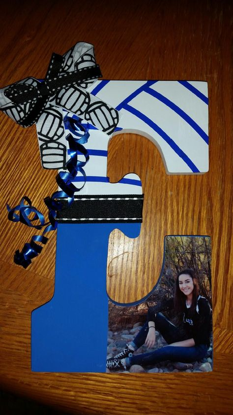 Good volleyball gifts to seniors. Volleyball Senior Gifts, Volleyball Crafts, Volleyball Party, Volleyball Posters, Senior Night Gifts, Softball Gifts, Cheerleading Gifts, Cheer Gifts, Basketball Gifts