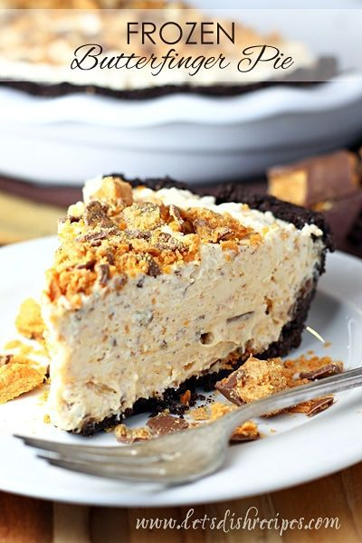 Frozen Butterfinger Pie: Cream cheese, whipped cream and Butterfinger candy bars come together in a chocolate crumb crust for a cool, creamy frozen pie. Ice Cream Desserts, Köstliche Desserts, Frozen Desserts, Delicious Desserts, Frozen Pies, Frozen Yogurt, Butterfinger Pie, Ice Cream Pies, Cream Cake
