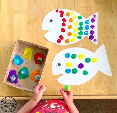 Rainbow Fish Craft for Kids - Preschool Art fish crafts Rainbow Fish Craft The Rainbow Fish, Rainbow Fish Crafts, Ocean Crafts, Rainbow Fish Activities, Rainbow Fish Template, Preschool Crafts, Kids Crafts, Easy Crafts, Craft Projects