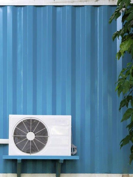 Mit diesen Anti-Hitzetipps für Mensch und Haus lässt uns die Wärme in Zukunft kalt. Plus: DIY-Handgriffe, wie man eine Klimaanlage selber gestalten kann.