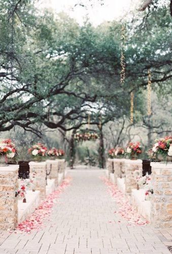 30 Ideas For Decorating Your Wedding Venue With Flowers | Garden ...