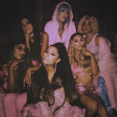 5 Can't-Miss Details From Ariana Grande's Fierce AF 7 Rings Music Video - - The pop star was inspired by a girls' shopping trip with her best friends. Badass Aesthetic, Boujee Aesthetic, Bad Girl Aesthetic, Aesthetic Photo, Aesthetic Pictures, Aesthetic Black, Aesthetic Videos, Ariana Grande Fotos, Ariana Grande Birthday