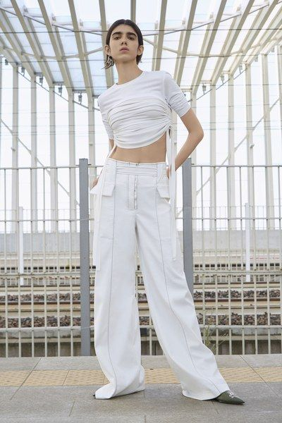 The complete Sportmax Resort 2019 fashion show now on Vogue Runway.