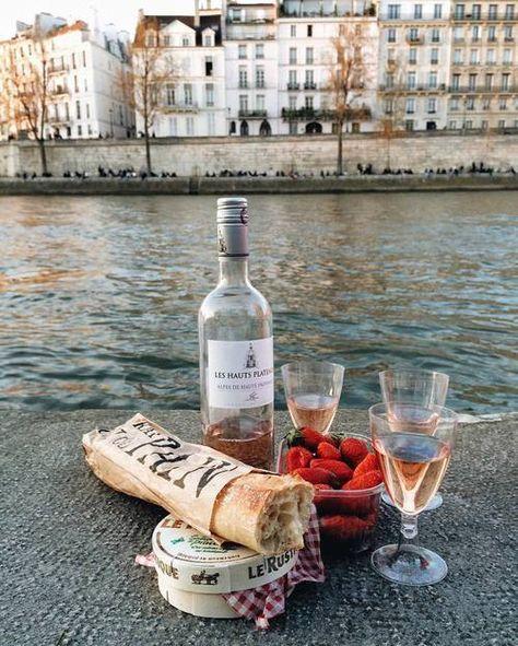 Student's Guide to Paris @lapina_colada