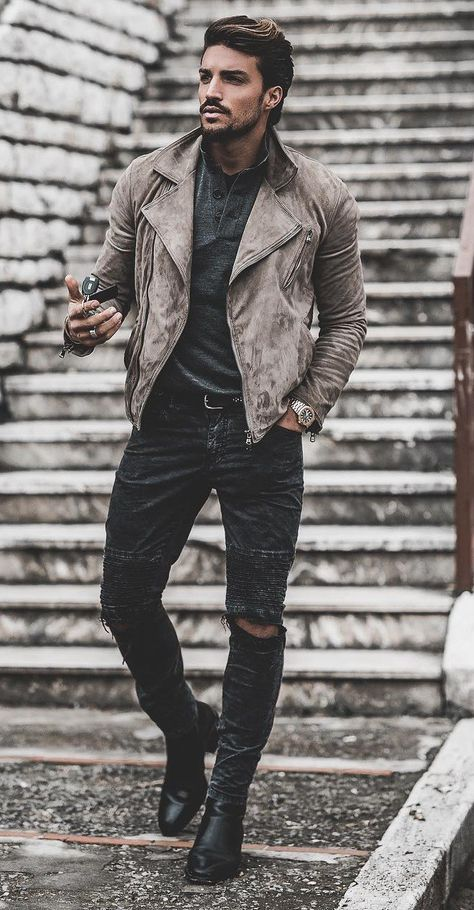 Outfit Style – Casual street style outfits for young guys Our Most Favourite Look – Light Blue Jeans + White Crew Neck T-shirt + Black Bomber Jacket