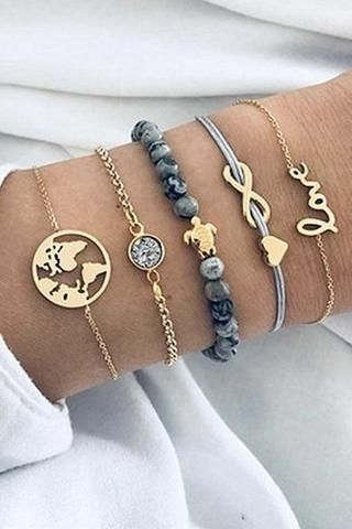 This beautiful bracelet set is the perfect addition to your #vacay look. Let the beachy...