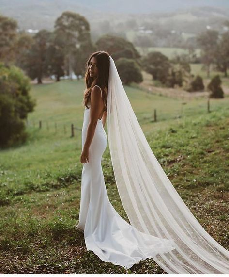 Tenelle in (French crepe) and our Chani veil 📸 Italian Wedding Dresses, Crepe Wedding Dress, Elegant Wedding Gowns, Wedding Veils, White Wedding Dresses, Wedding Bride, Dream Wedding, Wedding Dress Casual, French Wedding Dress