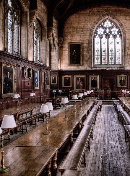 University Great Hall of Christ Church. - Oxford University Great Hall of Christ Church. -Oxford University Great Hall of Christ Church. - Oxford University Great Hall of Christ Church. - From - Harvard University Slytherin Aesthetic, Harry Potter Aesthetic, Sightseeing London, Harry Potter Films, Oxford Harry Potter, The Places Youll Go, Light In The Dark, Beautiful Places, Around The Worlds