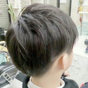 ツーブロック後ろのおすすめの形は 後ろ姿だけの髪型97選 後ろの頼み方は かぶせると刈り上げの違いを現役理容師が解説 サロンセブン 男の子 髪型 長め 幼児向けヘアスタイル 髪型