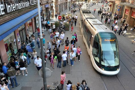Tram passant rue des Francs Bourgeois