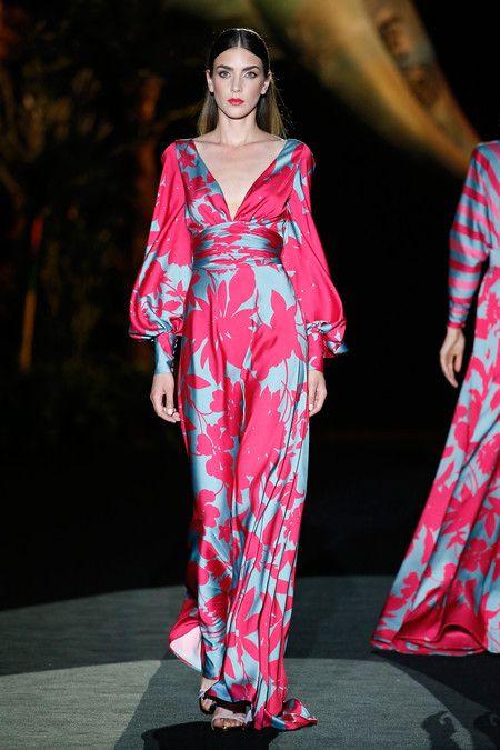 Hannibal Laguna Tiene En Su Colección 2020 Los Looks De Invitada Perfecta Para Las Bodas Con Más Glamour Vestido Invitada Boda Noche Vestido Boda Noche Vestidos Boda De Dia