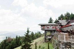 Berghochzeit Almhochzeit Im Bayerischen Wald Perfect Location Fur Your Wedding In The Mountains Berggasthof Berghochzeit Hochzeit Ablauf Regen Hochzeit