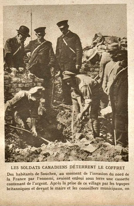 Wwi 23 Sept 1917 Canadian Soldiers Uncover A Cassette Containing Money Buried By The Inhabitants Of Souchez At The Canadian Soldiers Verdun Flanders Field