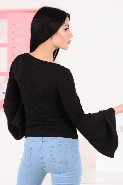 Bluz Kollari Cift Volan Siyah Bluz Spor Modelleri Kisa Kapali Moda Giyim Kaliplari Klasik Genc Gunluk Salas Modavigo Akses Siyah Bluz Moda Giyim