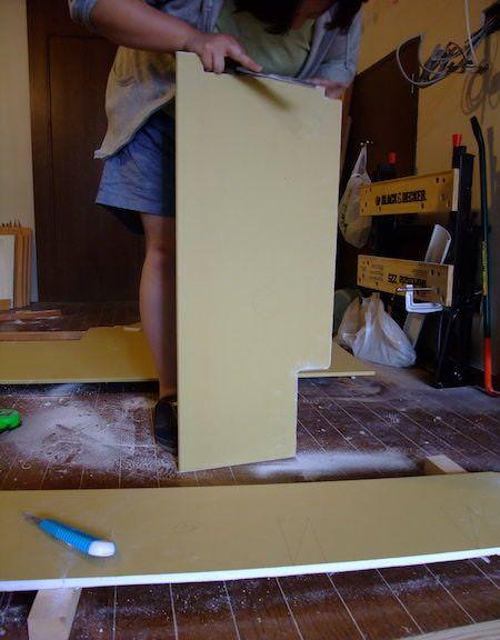 木組みの下地に石膏ボードを固定し壁を塞ぐ 石膏ボード 壁 下地