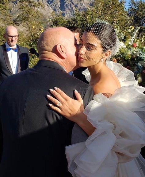Wedding Looks, Dream Wedding, Wedding Day, Lace Wedding, Wedding Planner, Destination Wedding, Wedding Playlist, Wedding Insurance, Wedding Hair And Makeup