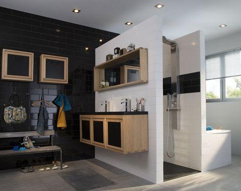 Salle de bain mur en faïence noir et meubles en bois beige COOKEandLEWIS Indus www.castorama.fr