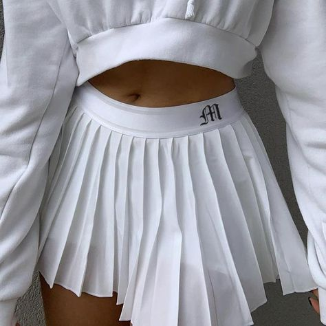 Pleated Skirt Outfit Short, White Pleated Tennis Skirt, White Skirt Outfits, Preppy Skirt, Tennis Skirts, Pleated Mini Skirt, White Skirts, Mini Skirts, Cheer Skirts