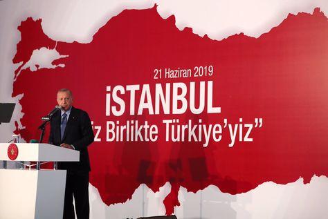 """Genel Başkanımız ve Cumhurbaşkanımız Recep Tayyip Erdoğan, Haliç Kongre Merkezi'nde düzenlenen """"İş Adamları ile Buluşma"""" programına katıldı."""