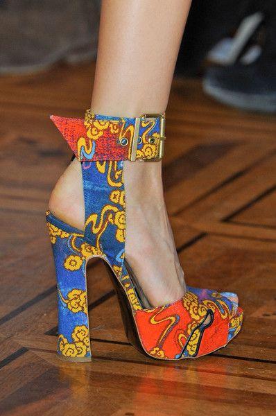 Balenciaga Slash Sandals   Sapatos de grife, Sapatos de luxo