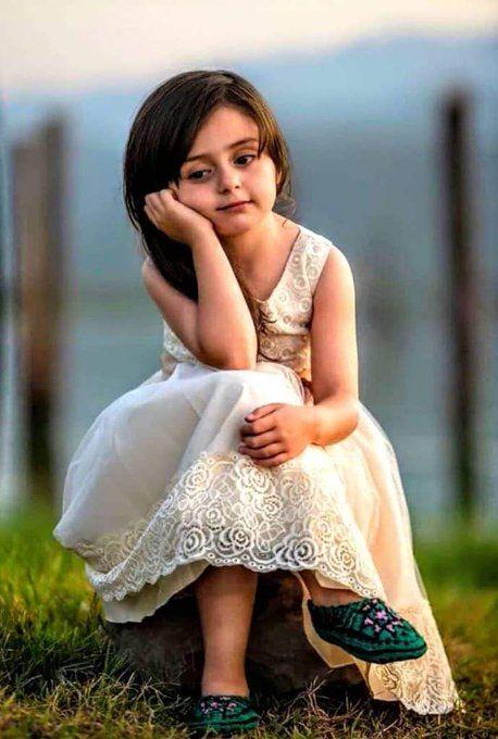 في داخلي طفلة مرحة تسعدها أبسط الأشياء قطعة حلوى صورة جميلة وردة تخرج هذه الطفلة أحيانا للعلن و Flower Girl Dresses Dresses Wedding Dresses