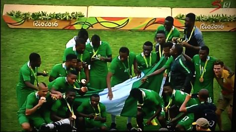 Nigeria beat Honduras 3-2 to clinch the bronze medal. This is the only medal for Nigeria in the 2016 Rio Olympics. Congratulations!!! The Nigerians enjoyed an encouraging start to the game as Aminu Umar struck the upright after eight minutes. Honduras started seeing a bit more of the ball as the half went on and could have taken the lead after 23 minutes but Daniel Akpeyi produced a fine save to keep out Rommen Quioto from distance. Nigeria showed some real attacking intent and were rewarded…