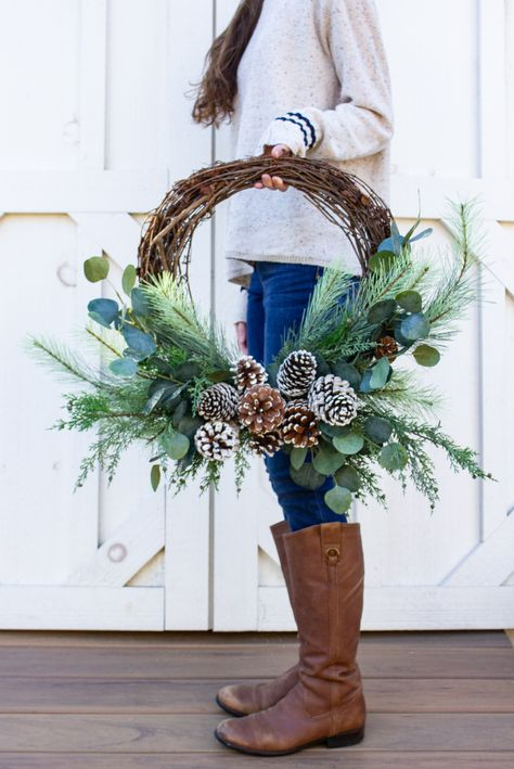 Learn how to make beautiful wreaths for every season of sand and sisal Christmas wreaths Christmas Christmas Wreaths To Make, Noel Christmas, How To Make Wreaths, Holiday Wreaths, Diy Christmas Gifts, Christmas Decorations, Winter Wreaths, Christmas Wreaths In Windows, Christmas Reath
