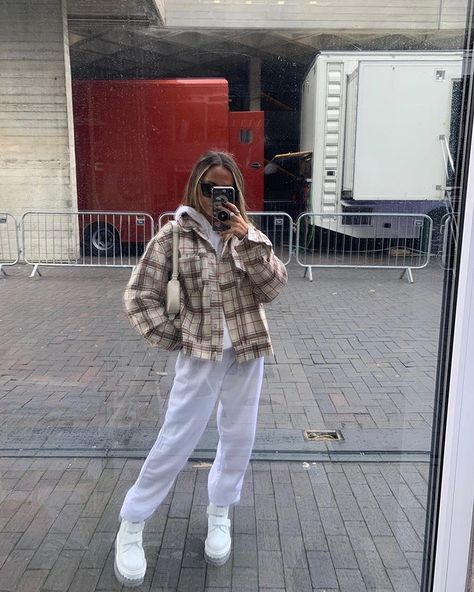 emily field The Effective Pictures We Offer You About chill outfits sweatpants A quality picture can Cute Comfy Outfits, Chill Outfits, Mode Outfits, Retro Outfits, Trendy Outfits, Vintage Outfits, Hipster Outfits, Uni Outfits, Weekly Outfits