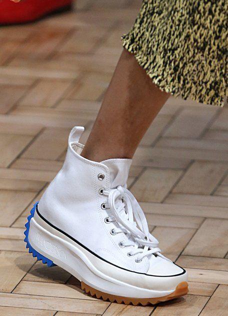 Die Chucks von JW Anderson sehen aus wie Dad Sneakers