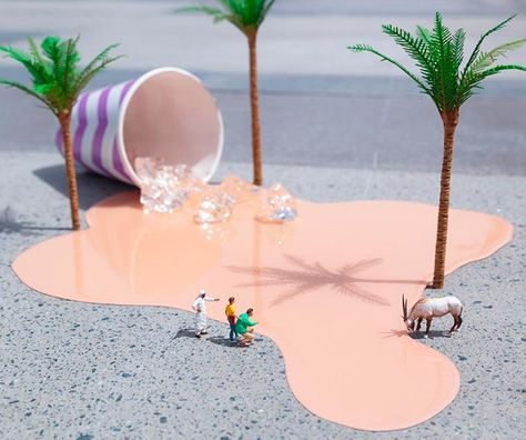 Le street artist anglaisSlinkachu, originaire de Londres, continue de peupler les rues avec les créations miniatures et décalées de sa sérieThe Little P