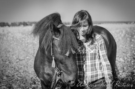 Romantic Moments Pferd Friese Girl Reiten Model Shooting