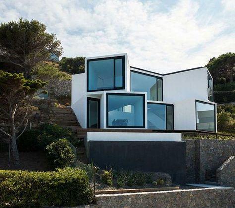 47 Wonderful Sunflower House Design Ideas With Astonishing Landscape Surrounding