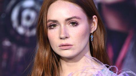 Suivez le tutoriel de Karen Gillan pour un make-up naturel. Depuis son domicile de Los Angeles, l'actrice d'Avengers dévoile à Vogue sa routine make-up.