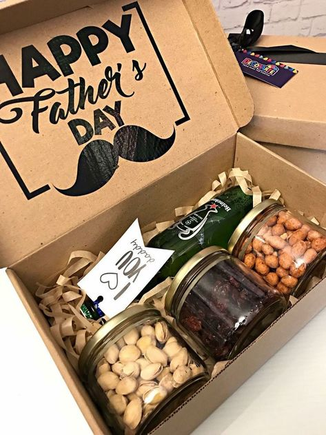 Diy Father's Day Gift Baskets, Fathers Day Gift Basket, Diy Father's Day Gifts, Diy Gift Box, Father's Day Diy, Fathers Day Crafts, Craft Gifts, Cute Gifts, Gifts For Fathers Day