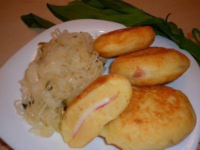 Krumpli cordon bleu medvehagymás-sörös káposztával