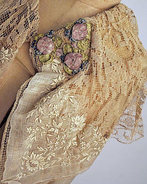 Evening ensemble Boué Soeurs  (French)  Date: 1918–20 Culture: French Medium: cotton, silk, metallic. Detail