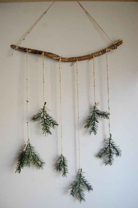 diy minimal christmas decor - - this week's post is a festive one! it's all about christmas decor. BUT it's diy minimal christmas decor! i'm sharing two diy christmas decorations. Bohemian Christmas, Noel Christmas, Rustic Christmas, All Things Christmas, Diy Christmas Room Decor, Scandinavian Christmas Decorations, Natural Christmas Decorations, Outdoor Christmas, Christmas Decorations Diy Crafts