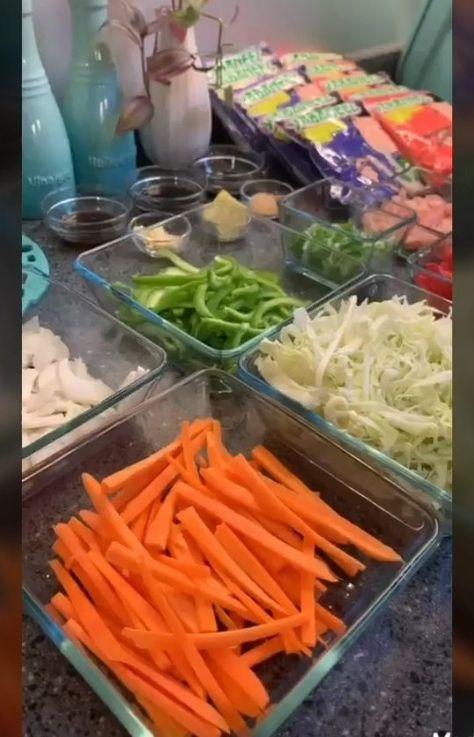 يابانيز نودلز On Instagram يابانيز نودلز بالخضار و الدجاج المقادير ٥ أكياس يابانيز نودلز ٣ صدور دجاج مقطع شرائح طويلة ١ جزر Carrots Vegetables Food