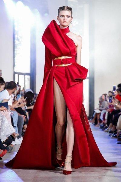 موديلات فساتين خطوبة بكم واحد 2020 مجلة سيدتي تمتعي بإطلالة جذابة ولافتة للأنظار في يوم الخطوبة بفستان بصيحة Elie Saab Couture Couture Gowns Couture Fashion