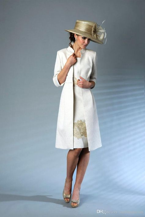 Graceful Sheath Knee Length Mother Of The Bride Dresses With Jacket Scoop Neck 3/4 Long Sleeve Gold Lace Appliques Wedding Party Dress